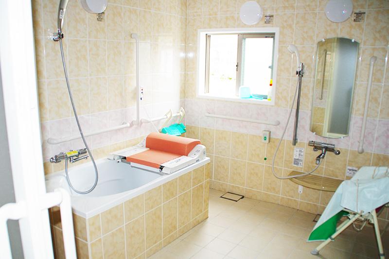 昇降機付き浴槽