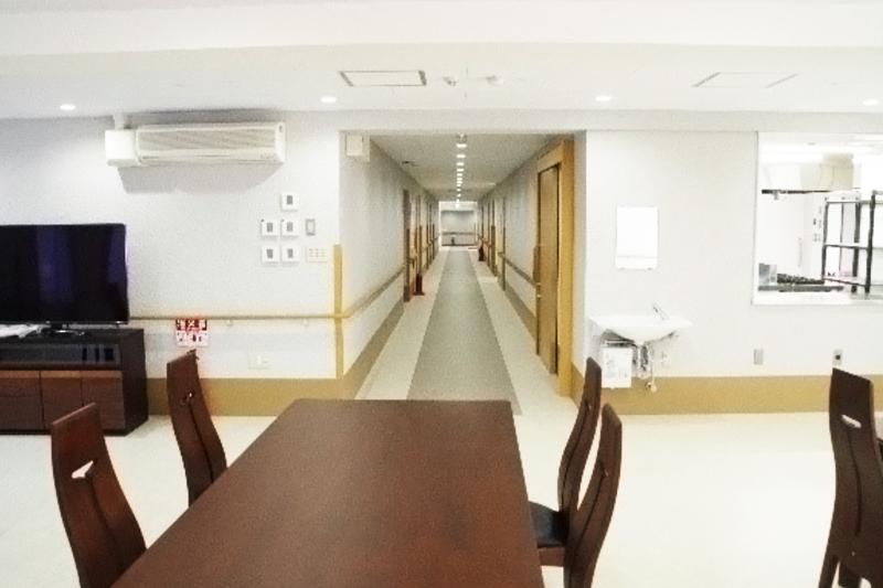1階食堂から廊下